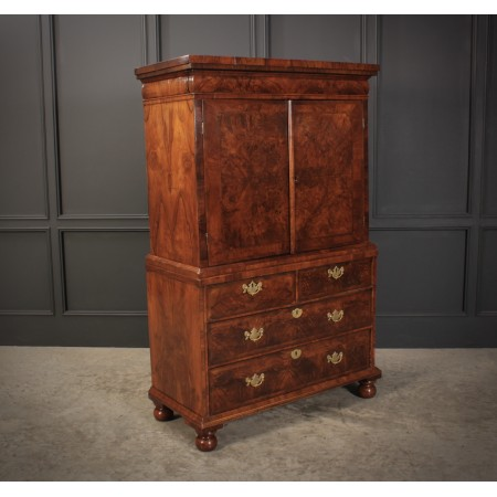 Early 18th Century Fitted Walnut Cabinet on Chest